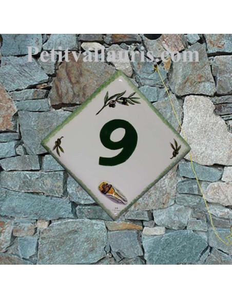 Numéro de maison personnalisé en faience décor brins d'olives vertes pose diagonale