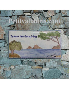 Plaque de Maison en céramique émaillée décor artisanal ilots et petit bateau de pêche + personnalisation