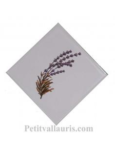 Décor sur carreau mural 10x10 cm en faience blanche pose diagonale motif grand brin de lavande vers la droite