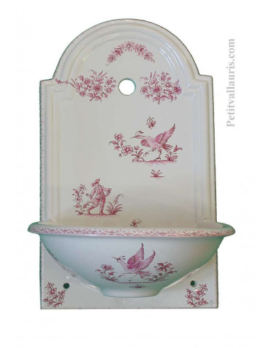 Petite Fontaine murale en céramique blanche décor reproduction vieux moustiers rose