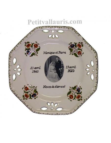 Assiette de Mariage modèle octogonale avec photo et gravure personnalisées décor fleurs polychrome