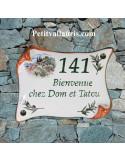 Plaque de Maison en faience modèle parchemin motif cabanon et olivier inscription personnalisée verte bord ocre
