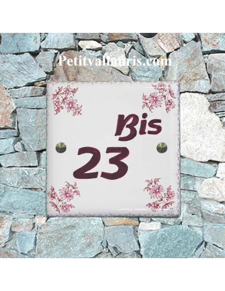 Plaque numéro de Maison en faience émaillée chiffre personnalisé couleur prune motif fleurs tradition rose