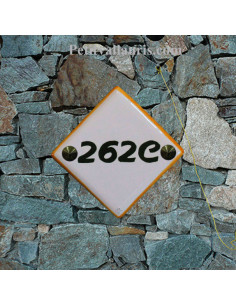 Numéro de maison en faience avec chiffre ou lettre  verte + bord orange pose diagonale