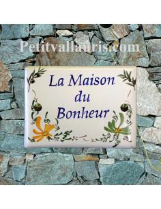 plaque de maison en céramique décor brins d'olivier + fleurs oranges et vertes + gravure personnalisée
