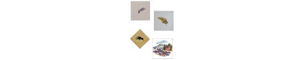 Carrelage de taille 10x10 cm avec décor motif de Provence