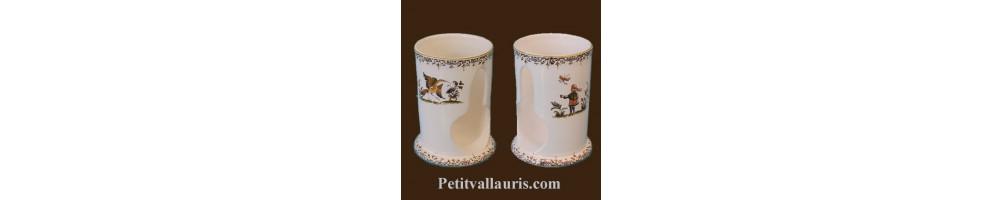 Distributeur de coton à démaquiller en céramique blanche au décor fleuri et moustiers