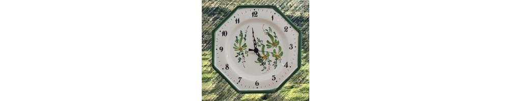 Horloges et pendules murales en ceramique pour la cuisine au décors fleurs et fruits