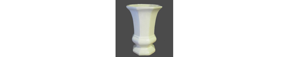 Vases faience blanche