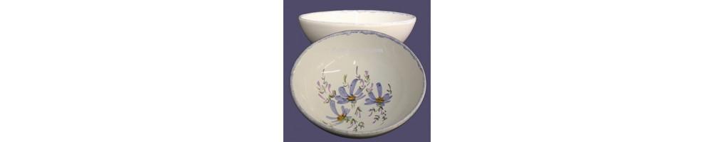 Service de table au décor artisanal fleuri de plusieurs couleurs
