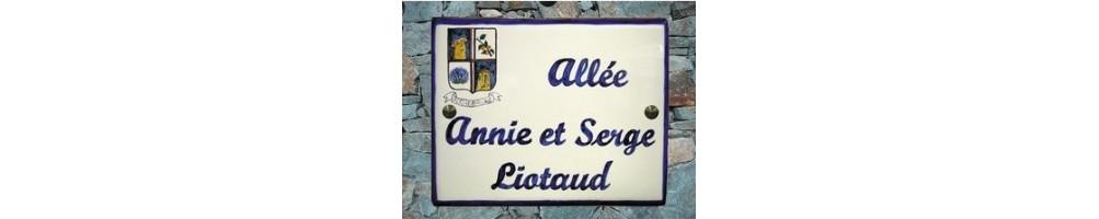 Plaques et fresques en faience et céramique pour rue de  commune ou batiment public au décor + inscription personnalisable