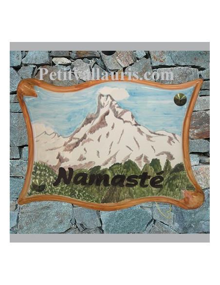 Motifs Montagne sur Grande-plaque-parchemin-en-ceramique-emaillee