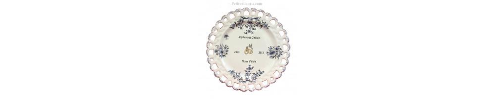 assiettes et Horloges souvenir et anniversaire de mariage en faience fabriquées dans le sud de la France