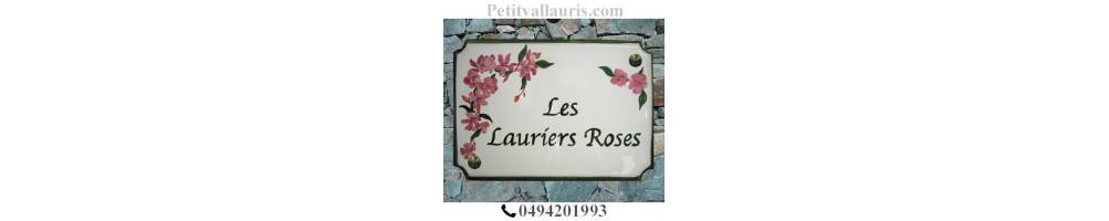 Grandes plaques en céramique modèle style décorées à la main motifs fleurs et arbres avec personnalisation du texte
